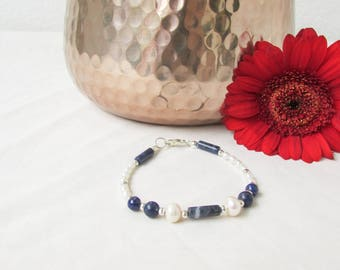 Pearl and Lapiz Lazuli bracelet, freshwater pearls, semi precious gemstone bracelet, Valentines gift for her, handmade in the UK