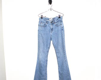 vtg light wash flare jeans // high waisted flare gap jeans // 90s grunge perfection