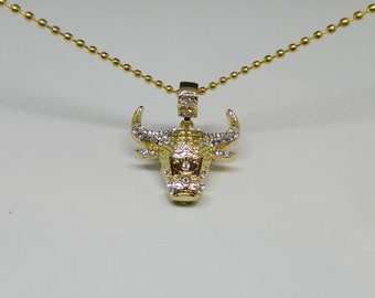 MIP- Chicago Bulls logo Pendant w/cz stones and 30 inch gold tone ball chain