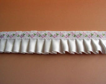 Pleated Ribbon white satin ribbon embroidered light pink flowers