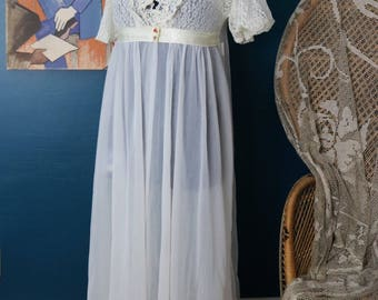 Vintage Sheer Dressing Gown   Robe   Lace Ruffled Bodice   Loungewear   1960's