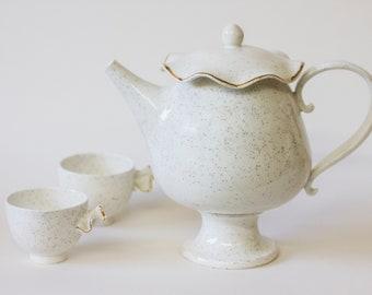 Teapot, porcelain, 14K gold by Goye