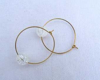White-transparent earrings in brass gold and natural stones.