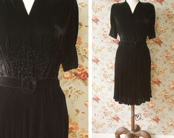 ON LAYAWAY>>>vintage 1930s velvet dress <> 1930s black silk velvet dress <> late 30s black velvet dress with vermicelli stitching