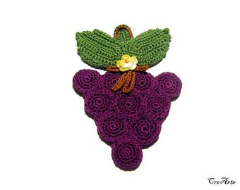 Purple and Green crochet potholder in a shape of bunch of grapes, presina a forma di grappolo d'uva all'uncinetto
