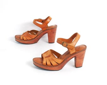 1970s WOODWORKS by Thom McAn tan brown leather PLATFORM sandals