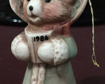 Vintage 1986 Bear in a bonnet Christmas caroling