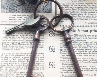 Set of 3 French vintage big size rusted door keys, ref99