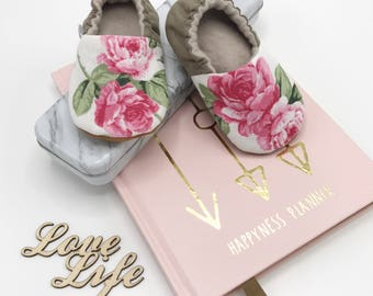 Babyshoes with Roses, Pink Babymocs, Softsole Cribshoes, Antislip Firstwalkers, Beige with Roses, Babybooties, Handmade Girly Babyshoes