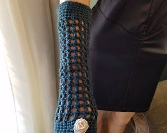 Blue fingerless gloves with pink flower