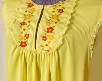 Vintage 1960s Embroidered Bib Floral Sunny Yellow Nightie - Nightgown - Lace - Large