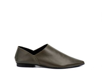Women Flat Shoes / Olive Green Soft Leather Flats / Slip Ons / Clogs / Mules / Pointed Toe Shoes / Womens Shoe / Designer Shoes - Sahara