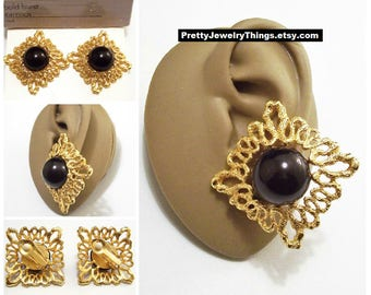 Avon Black Bead Pinpoint Strip Edge Clip On Earrings Satin Gold Tone Vintage 1992 Bold Burst White Pads Domed Lucite Disc