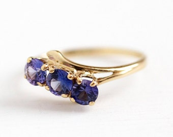 Vintage Retro Ring - 10k Yellow Gold Created Color Change Sapphire - 1970s Size 6 1/4 Three Stone Purple to Violet Blue Bypass Fine Jewelry