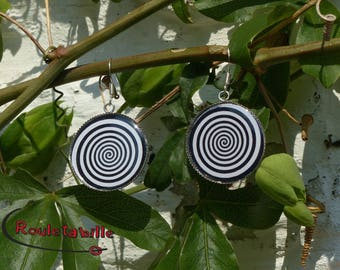 Large round earrings, cabochon, spiral, black and white