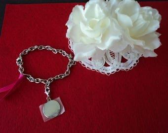 Vintage Escada perfume charm bracelet (06091)
