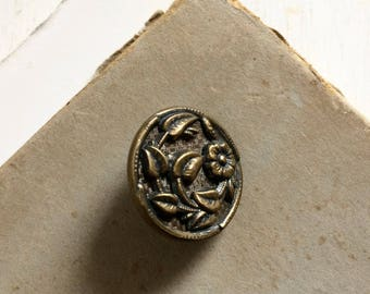 Antique metal picture button floral button
