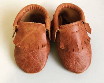 Baby moccasins distressed leather brown with fringe