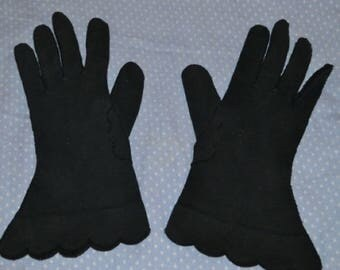 Vintage Black Scalloped Wrist Cotton Gloves