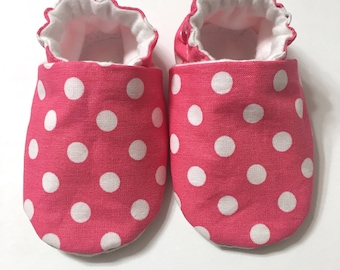 Pink and White Polka Dots Baby Booties, Baby Girl, Baby Shoes, Baby Moccs, Toddler Shoes, Crib Shoes