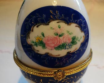 Egg Tinket Box Pincushion.