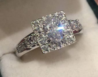 0.92ct Cluster Diamond Ring centrally set with 0.54ct Oval Diamond, H/VS.