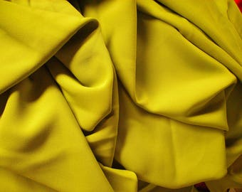 NO. 131 - THICK FLUID VISCOSE FABRIC NOT FROISSABLE GREEN