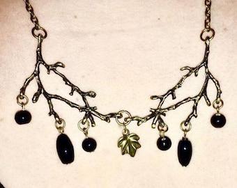 Collier Branches et perles noires