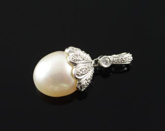 14k 15mm Huge Pearl 0.25 CTW Diamond Feature Pendant Gold