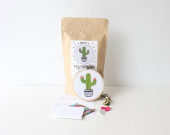 "Cactus Mini Cross Stitch Kit 3.5"" / 9 CM Hoop Cactus Crafts Embroidery Kit Cactus in a Pot Colourful Stitch Kit Succulent Decor Needlepoint"