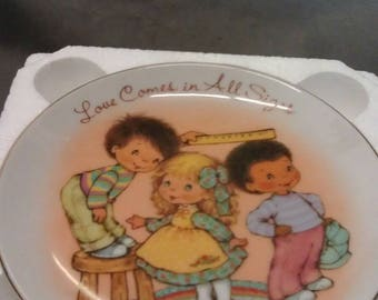 Avon 1984 Mother's Day  Plate Love Comes in all Sizes Plate