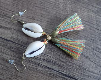Earring Cleopatra cowrie and multicolored skirt.