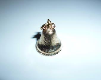 Vintage Pendentif Cloche Or jaune 10 K**Expédition gratuite au Canada**Free shipping to Canada** Cadeau idéal
