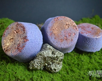 Gold Digger Bath bomb  by Belladonna Apothecary