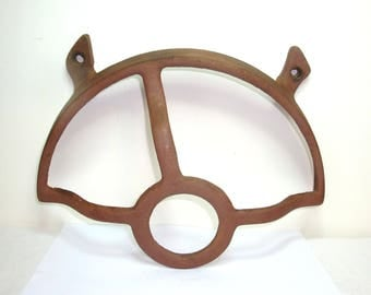 "Antique rust. Treadle sewing machine cast iron part. Wheel guard. Replacement part or wall decor. Can mount using 2 bolts. 12"" wide, 8"" tall"