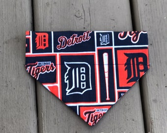 Detroit Tigers Over The Collar Bandana