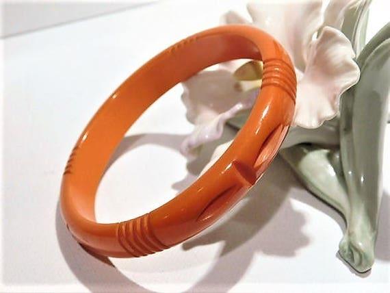 Bakelite Bangle / Carved Bakelite / Genuine Bakelite / Art Deco
