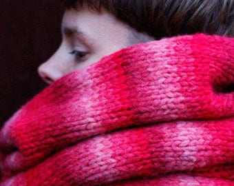 U T O P I A Chunky Cowl/Snood/Infinity Scarf in Gradient Pink Flamingo