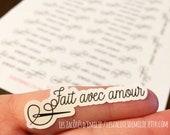 """Autocollants en papier """"Fait avec amour"""" avec une aiguille et un fil"""