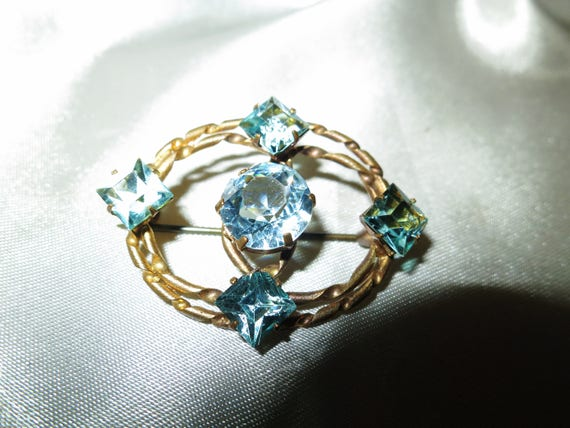 Stunning antique goldtone aquamarine faceted glass brooch