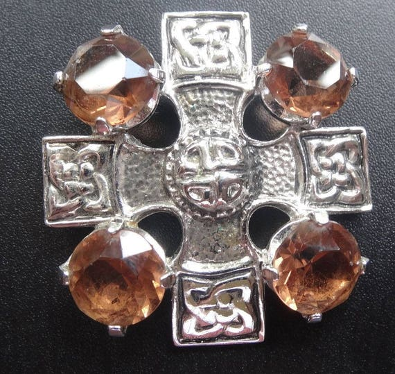 Beautiful vintage   signed Scotland amber rhinestone celtic cross pendant silver tone