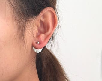 Dot half circle back earrings
