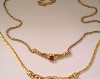 2 gold coloured pendant necklaces