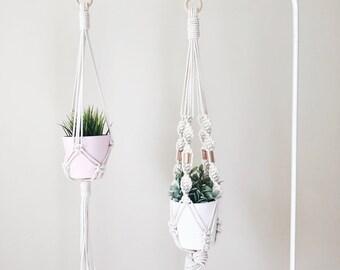 Plant Hanger, Macrame Plant Hanging, Modern Planter, 70s decor, Minimalist Art, Macrame Planter, Plant Holder, Wall Hanging Planter