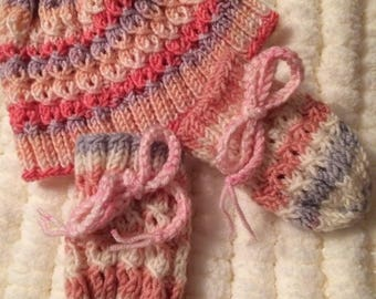 Baby girls Hat and mitten set in pink