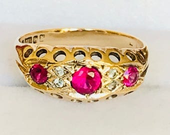 Beautiful vintage 9ct yellow gold boat ring with Rubies & Diamonds - Birmingham 1962