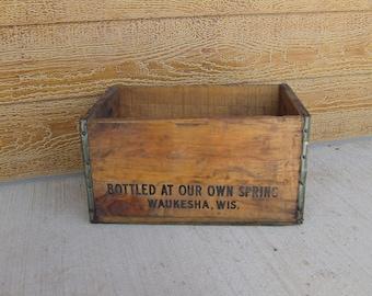 """Vintage """"Bon Ton"""" wooden crate"""