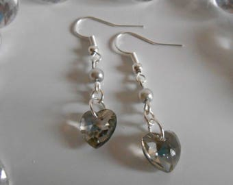 Light grey pearls and heart earrings
