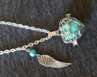 heart and turquoise wing pregnancy's Bola