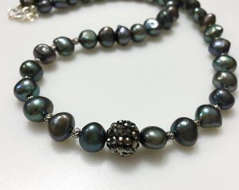 Black Pearls Necklace - black necklace /Pearl necklace/ unique necklace / pearls necklace / pearl necklace/ bridal necklace / Black pearls